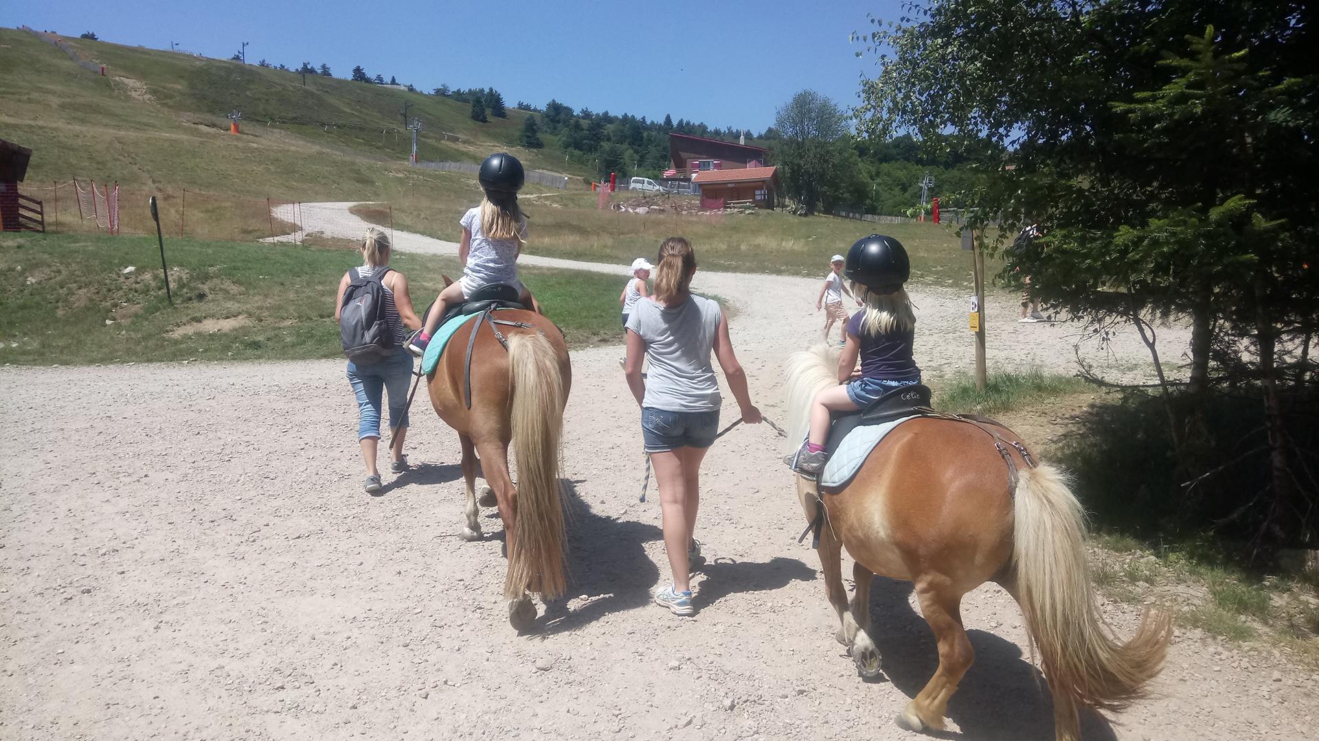 praboure-parc-activite-montagne-balade-en-poneys-slider-2