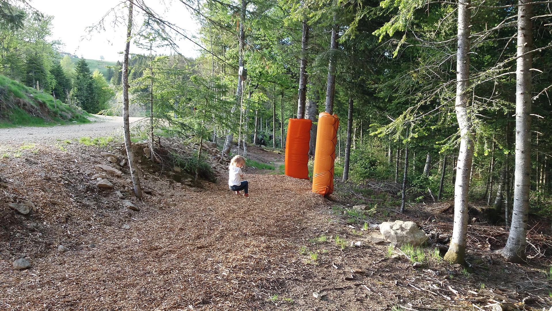 praboure-parc-activite-montagne-mini-tyrolienne-slider
